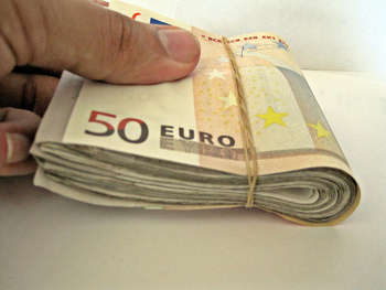 Euro banknotes - Photo credit: Images_of_Money / Foter / Creative Commons Attribution 2.0 Generic (CC BY 2.0)