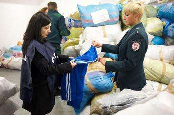 OLAF agent and Polish Customs Officer examining seized counterfeit products - European commission credit