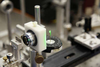 Micro-focussing an Argon-ion laser onto a graphene sample - foto di University of Exeter / Fonte Foter/ photo on flickr