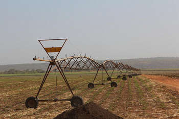 Irrigation system, Africa - Photo credit: 10b travelling / Foter / Creative Commons Attribution-NonCommercial-NoDerivs 2.0 Generic (CC BY-NC-ND 2.0)