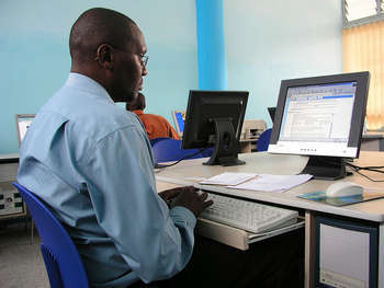 Office, Africa - Photo credit: World Bank Photo Collection / Foter / Creative Commons Attribution-NonCommercial-NoDerivs 2.0 Generic (CC BY-NC-ND 2.0)