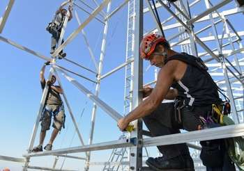 Workers on scaffolding - Photo credit: Official U.S. Navy Imagery / Foter / CC BY