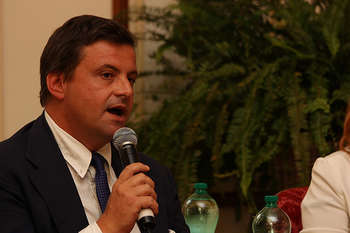 Carlo Calenda - fonte: UK in Italy