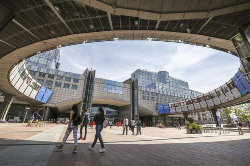 Parlamento UE - Stockshot of the EP in Brussels - Heatwave