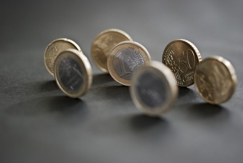 Euro - Photo credit: mammal / Foter / Creative Commons Attribution-NonCommercial-ShareAlike 2.0 Generic (CC BY-NC-SA 2.0)