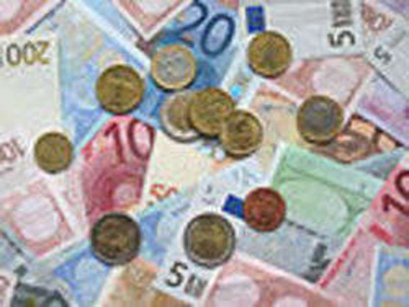 Euro banknotes - immagine di Acdx